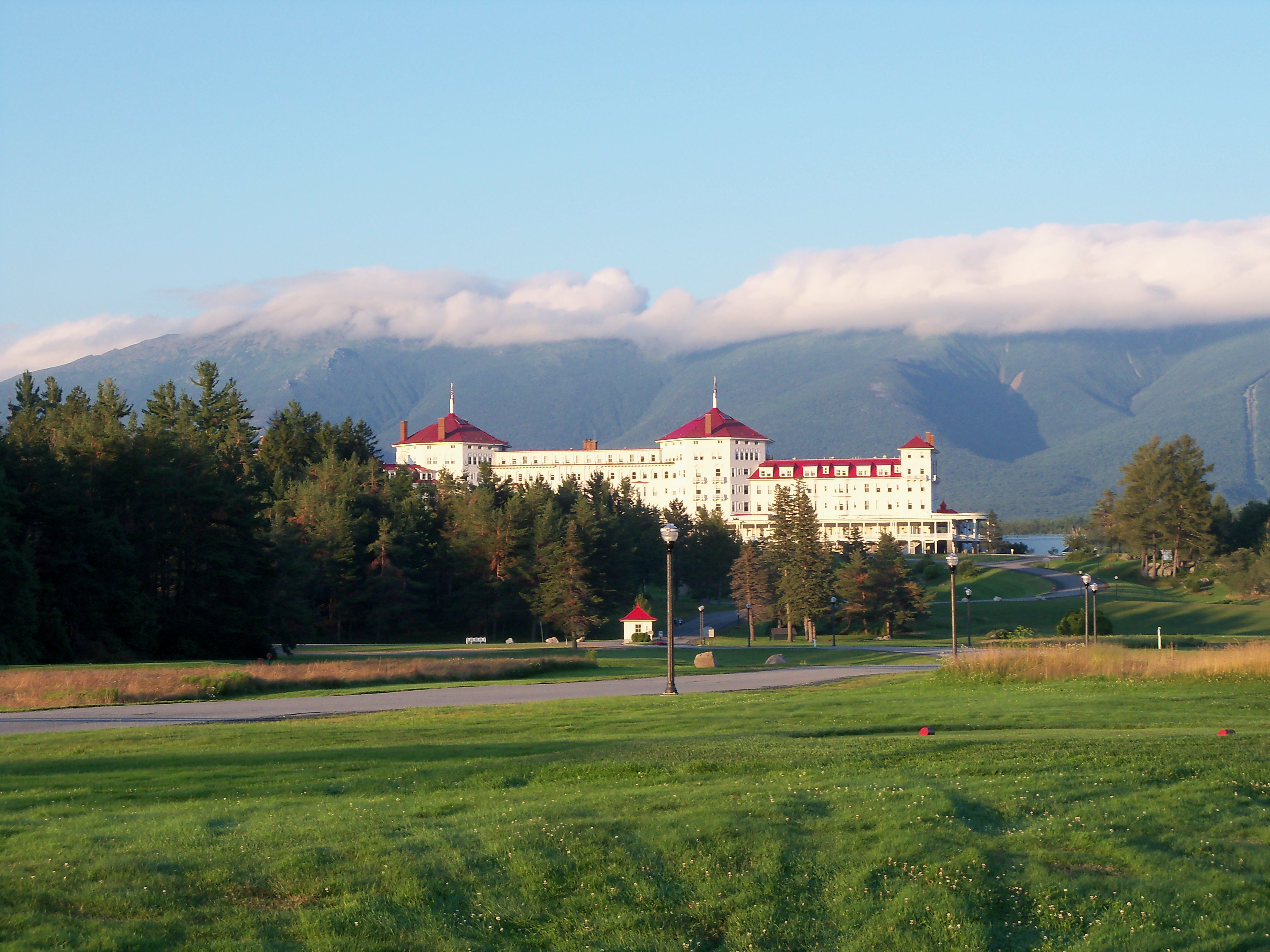 bretton woods the factors in its collapse There was a high level of agreement among the powerful nations that failure to coordinate exchange rates during the interwar period had exacerbated political tensions this facilitated the decisions reached by the bretton woods conference furthermore, all the participating governments at bretton woods agreed that the.