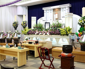 Demuth Funeral Home offers funeral home and cemetery services in Oklahoma City, OK.