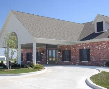 Exterior shot of Bradley & Hadley Funeral Home