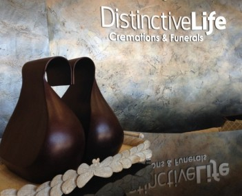 Distinctive Life Logo and Urn.