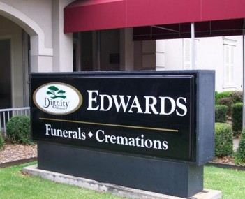 Exterior shot of Edwards Funeral Home Incorporated