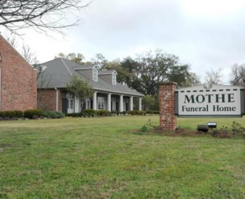 Exterior shot of Mothe Funeral Home