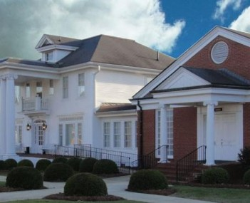 Exterior shot of Rose & Graham Funeral Home