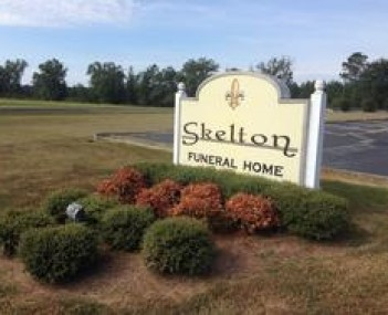 Exterior shot of Skelton Funeral Home