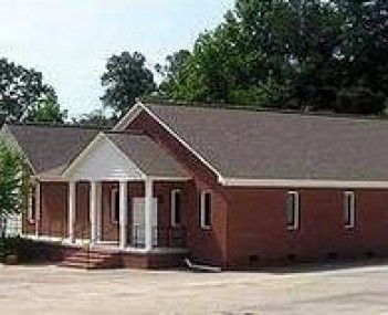 Exterior shot of Cagle Funeral Home Incorporated