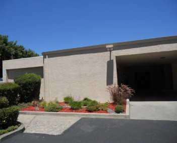 Exterior Shot of Nadeau Family Funeral Home