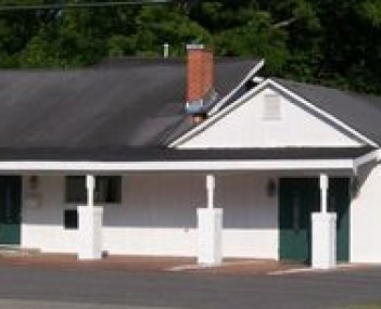 Exterior shot of Lea & Pope Funeral Home