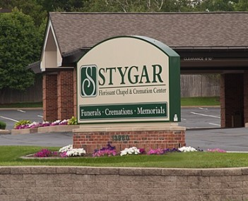 Exterior shot of Stygar Mid Rivers Funeral Home and Crematory