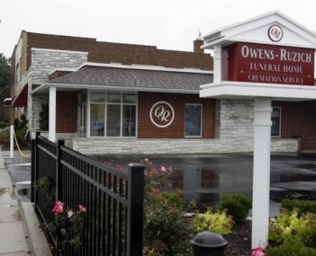 Exterior shot of Owens-Ruzich Funeral Home