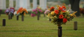 Funeral Etiquette: Leaving Flowers at the Gravesite