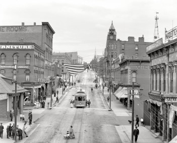 Front Street in downtown Marquette, 1909