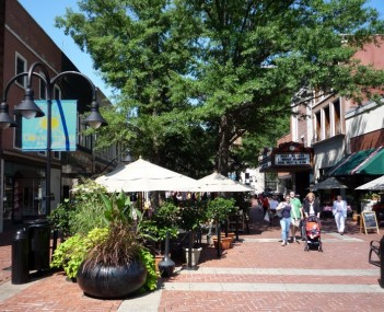 2008-0830-Charlottesville-DowntownMall