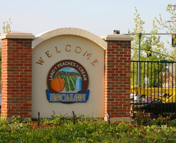 Escalon, Land of Peaches and Cream, welcome sign