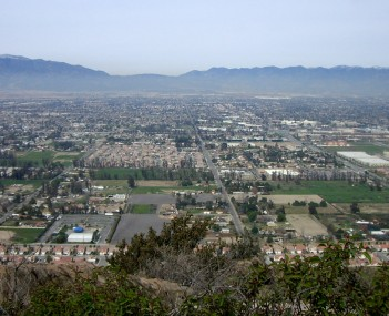 Fontana as seen from Mount Jurupa, looking north towards the Cajon Pass.