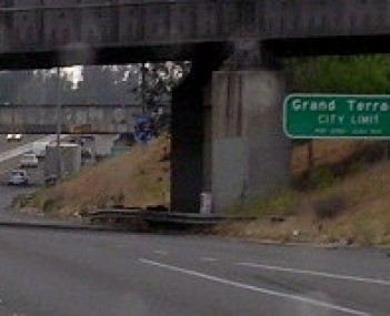 Grand Terrace's city limits sign at its southern border, as seen from I-215