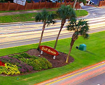 Entrance sign and median in Gulf Breeze, FL heading East on Hwy 98, July 2013