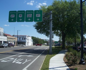 Southbound US 27-41 and SR 121 about to split in Williston, Florida