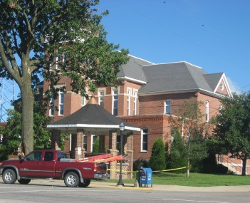 The Wayne County Courthouse in Fairfield