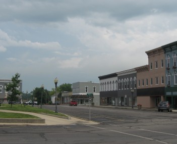 Southern side of courthouse square in Sullivan