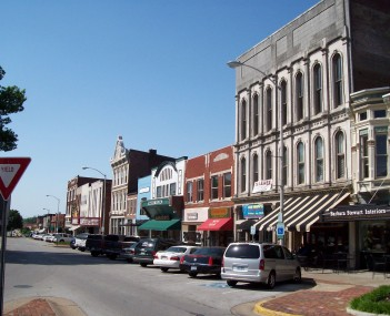 Shops along Fountain Square in downtown Bowling Green