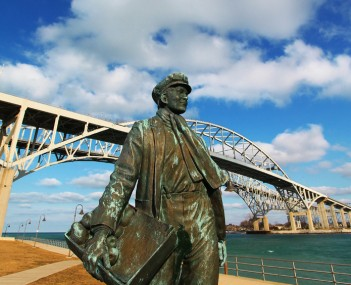 Young Thomas Edison, in front of the Blue Water Bridge