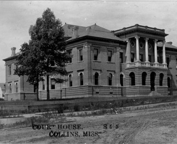Covington County Courthouse in Collins