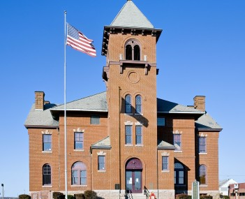 Madison County Courthouse in Fredericktown