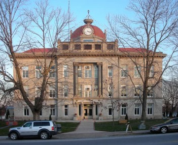 The Monroe County Courthouse in Paris.