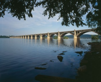 http://dbpedia.org/resource/Columbia–Wrightsville_Bridge