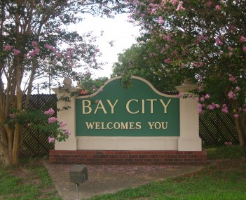 Entrance sign to Bay City