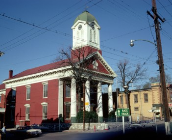 Jefferson County Courthouse in Charles Town